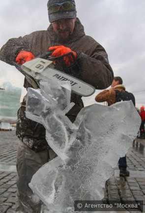 Лед и пила, работа скульптора. Автор: не известен