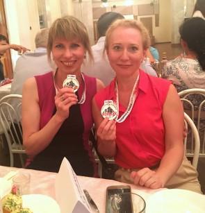 Кристина Андронова и Марина Кузнецов, судьи регистрационной комиссии. Автор: Марафон
