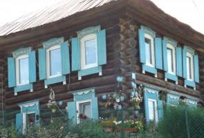 Пластиковые окна с деревянными наличниками. Село Сулём на Чусовой.. Автор: Дмитрий Латышев