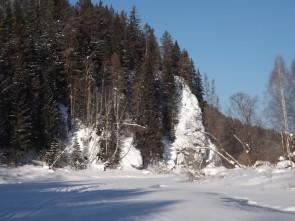 Боец Сокол на левом берегу Чусовой выше деревни Трёки. Автор: Михаил Латышев