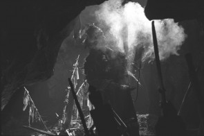 Тувинский шаман в пещере. Автор: Фото из открытых источников