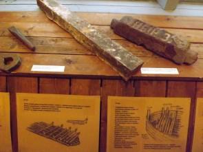 Полосовое железо Кын-Завода. Внизу – схема постройки барки. Автор: Михаил Латышев