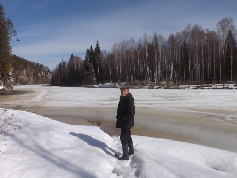 Утопая в снегу, мы пробрались к реке.. Автор: Татьяна Латышева