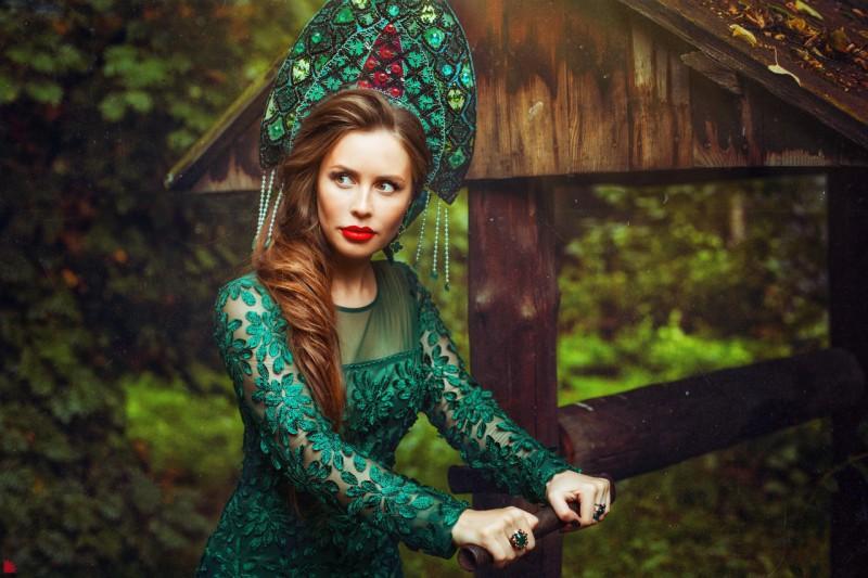 Юлия Михалкова в ролик Хозяйки Медной горы. Автор: Александр Ежъ Осипов