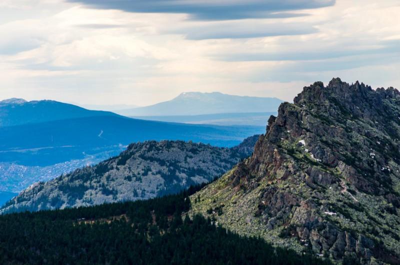 Большой Нургуш возвышается на горизонте, это самая высокая гора Челябинской области - (1448м) .. Автор: Константин Теличко