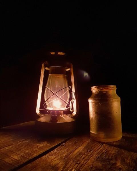 Атрибутика вечера, керасиновая лампа. Автор: Антон Осокин