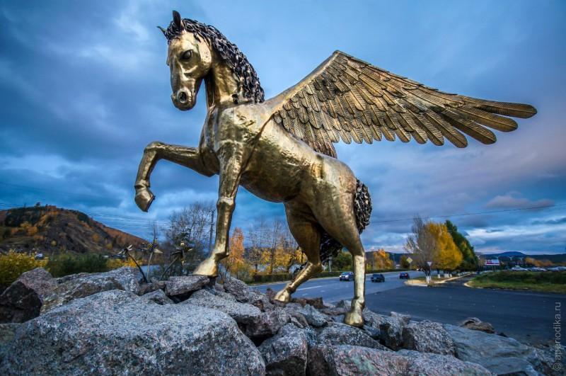 Златоуст. Крылатый конь Бушуева. Автор: Андрей Почуев, www.aperiodika.ru