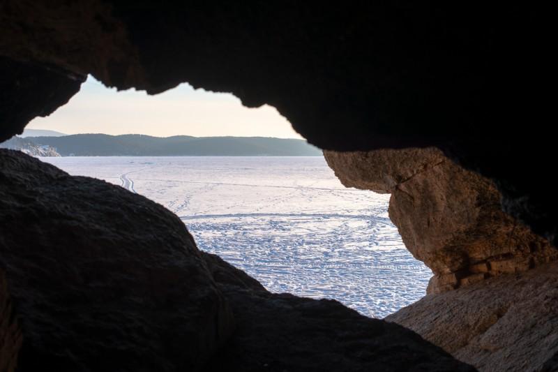 Из Пугачевской пещеры. Автор: Константин Теличко