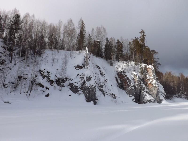 Пёрышко - тонкий каменный гребень.. Автор: Михаил Латышев