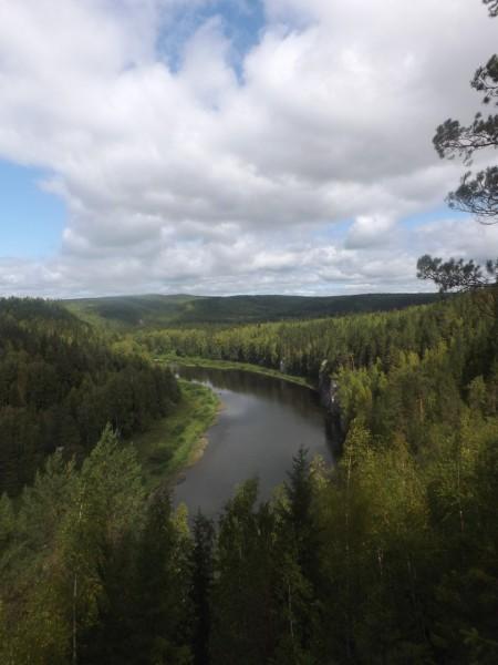 Река Чусовая. Вид со Столбов в сторону Писаного. Автор: Дмитрий Латышев