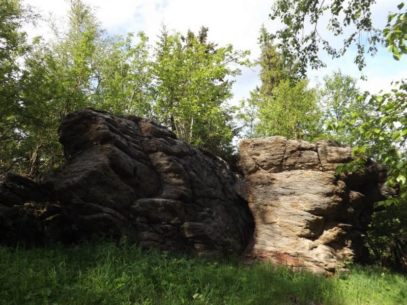 Скалы близ вершины Шунута. Автор: Михаил Латышев