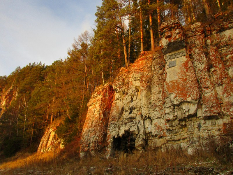 Завеса в пещере растворилась, и Медведь шагнул в бездну. Ворота закрылись навеки. Автор: Дмитрий и Татьяна Латышевы