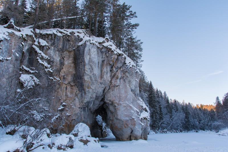 Дыроватый камень или Скала Пьющая лошадь. Автор: Галина Исаева