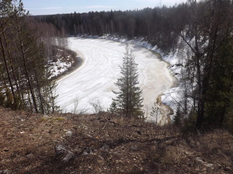 Чусовая была покрыта льдом, похожим на кружевную скатерть.. Автор: Михаил Латышев