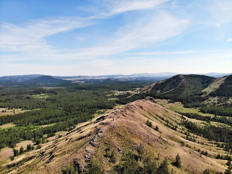 Хребет является популярным местом туристов. Весь хребет можно пройти и осмотреть за один день.. Автор: Юрий Чкареули