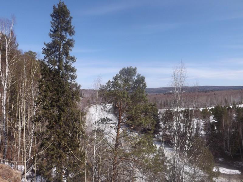 Мы снова увидели дальние горы под голубым небом.. Автор: Михаил Латышев