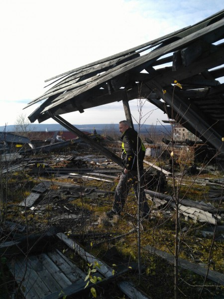 На крыше, вернее на ее остатках.. Автор: Евгения Ушакова-Суздалева