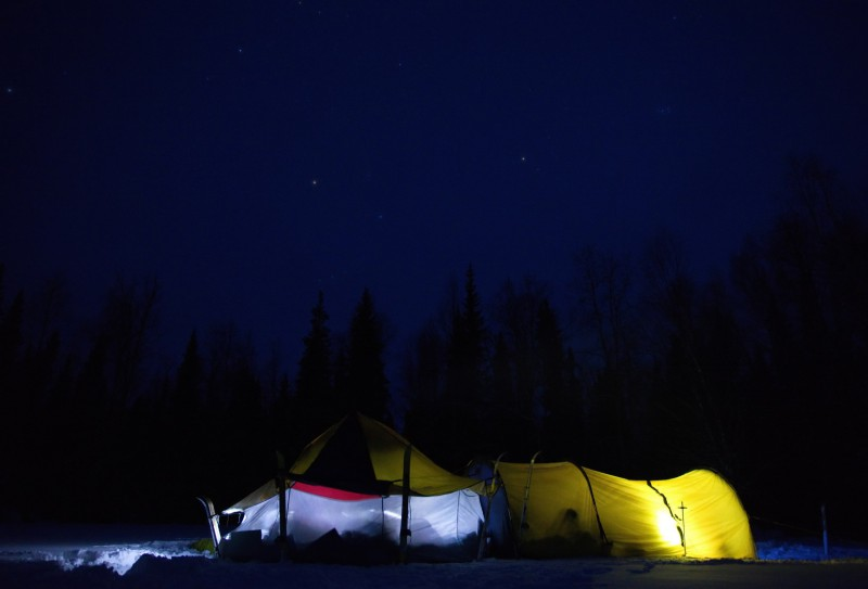 Ночевка в палатке. Звёзды. Автор: Евгений Жаравин