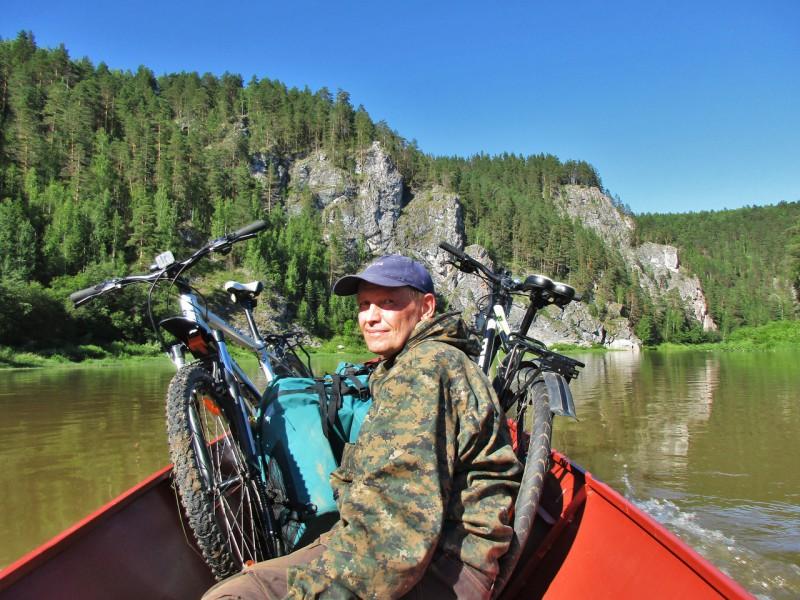 Лодка с индейцами отчалила. За поворотом вздымались горбы Мултыка. Автор: Дмитрий Латышев