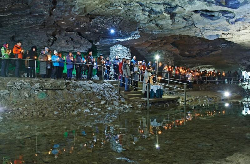 Праздник Крещения в Кунгурской ледяной пещере. Автор: не известен, фото с файта КЛП