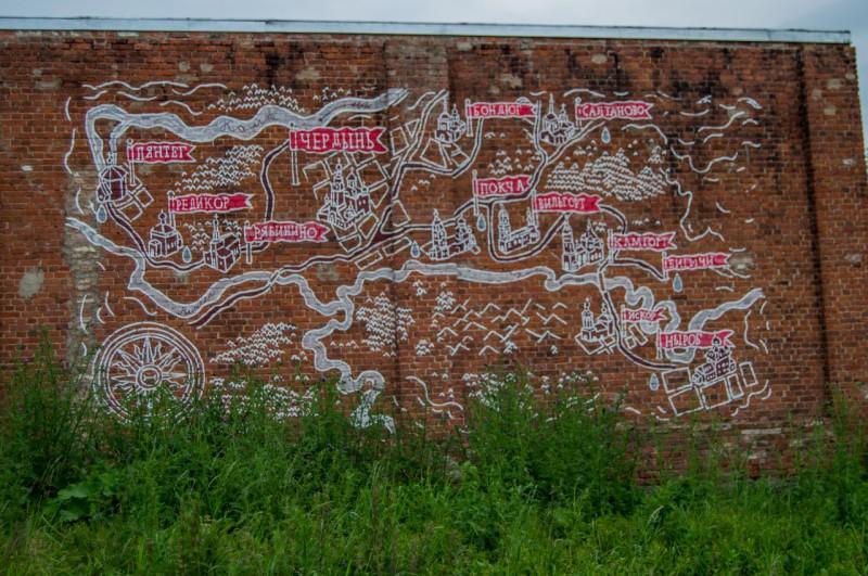 Не смогли не запечатлеть стрит-арт в виде карты района. Автор: