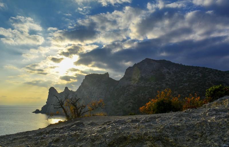 Караул-Оба с тропы. Автор: Ирина Аблеева