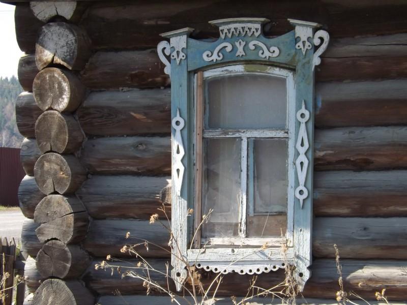 Дом в Нижнем Селе на Чусовой с ужами-господариками.. Автор: Михаил Латышев