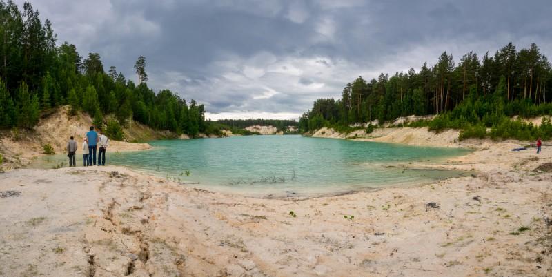 Затопленный карьер, откуда когда-то добывали белую глину каолин. Автор: Лариса Позднякова
