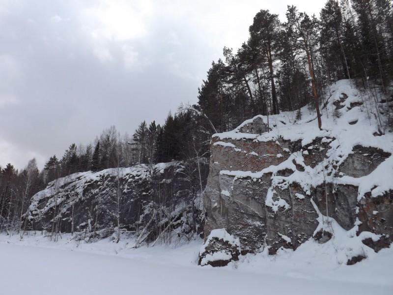 Северные Гребешки. Каменная лодья и прилёгший медведь. Автор: Михаил Латышев