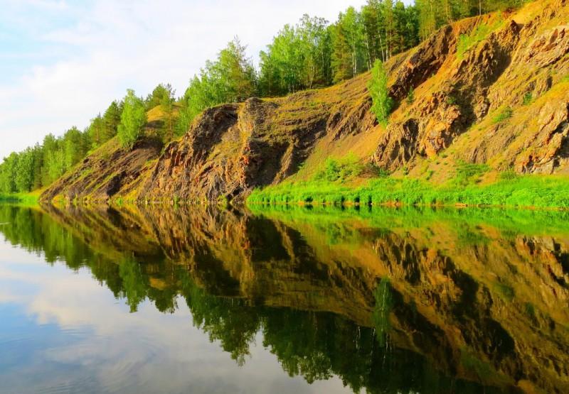 Вдоль по реке. Автор: Людмила Столбовая