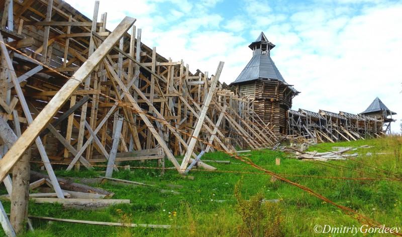 Крепостная стена - обратная сторона п. Загубашка. Автор: Дмитрий Гордеев