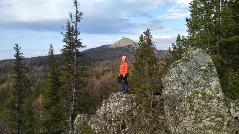 вершина Малый Кумардак (на фоне большой Кумардак). Автор: Андрей Куликов