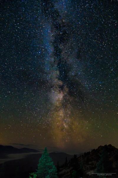 Млечный путь над хребтом Зюраткуль. Автор: Дмитрий Илышев