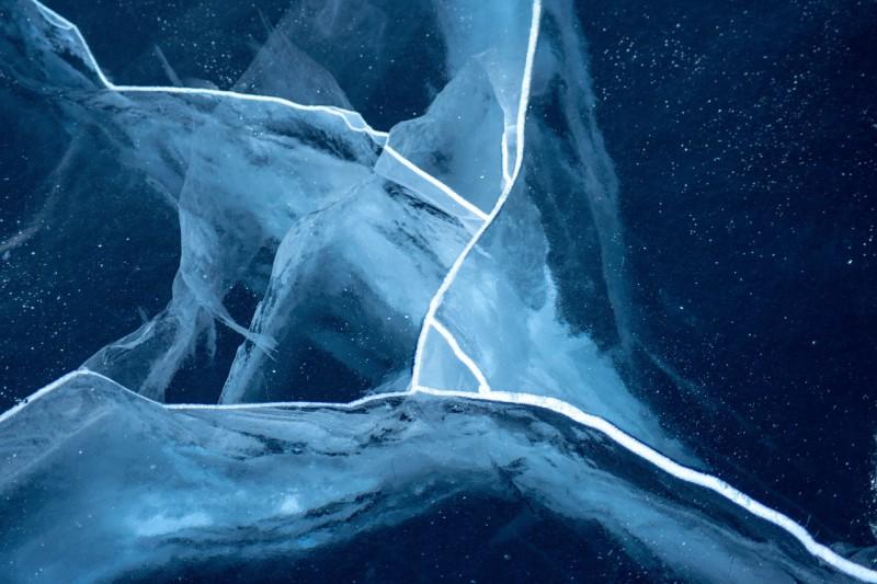Прозрачный лёд Тургояка.. Автор: Константин Теличко